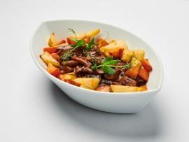 Z připravovaného teplého bufetu – Houbové ragú (mix hub: hříbky, žampiony, hlíva atd.) srestovanou kořenovou zeleninou