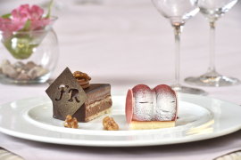DEZERT: Nugátový dort Oldřicha Nového a Malinový dezert Tomáše Garrigue Masaryka