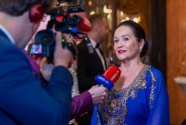 Herečka a riaditeľka divadla Hana Gregorová poskytuje rozhovor českým a slovenským médiám