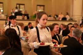 Třetí chod slavnostní večeře patří dezertům v duet servisu