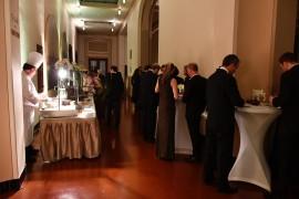 Na balkonu Smetanovy síně se ve foyer v době večeře podával teplý a studený raut